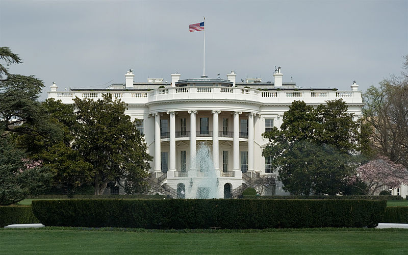 800px White House Front